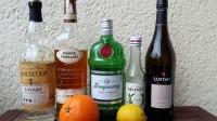 Zutaten für den Fog Cutter: weißer Rum, Cognac, Gin, Orgeat, Cream Sherry, eine Orange und eine Zitrone.