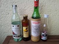 Zutaten für den Mary Pickford: weißer Rum, Ananassaft, Maraschino Likör und Grenadine.