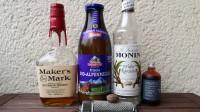 Zutaten für den Bourbon Milk Punch: Bourbon, Milch, Zuckersirup, Vanille-Extrakt und Muskatnuss.