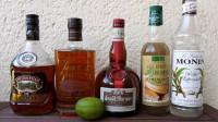 Zutaten für den Mai Tai: gereifter Jamaika-Rum, gereifter Martinique-Rum, Orange Curacao, Orgeat, Zuckersirup und eine Limette.